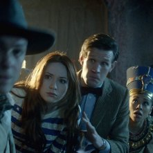 Karen Gillan, Rupert Graves, Matt Smith, Mark Williams, Arthur Darvill e Riann Steele nell'episodio Dinosaurs on a Spaceship della settima stagione di Doctor Who