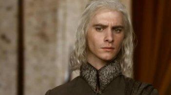 Harry Lloyd nei panni di Viserys Targaryen nella prima stagione de Il trono di spade