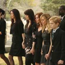 Army Wives: Kim Delaney, Catherine Bell, Wendy Davis, Brigid Brannagh, Sterling K. Brown, Sally Pressman e Katelyn Pippy nell'episodio Tutta la nazione grata
