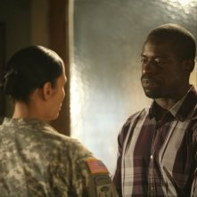 Army Wives: Wendy Davis e Sterling K. Brown nell'episodio Tutta la nazione grata