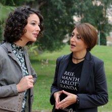 Nicole Grimaudo insieme a Paola Minaccioni in una scena di All'ultima spiaggia