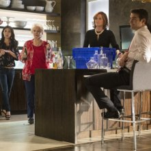 Political Animals: Brittany Ishibashi, Ellen Burstyn, Sigourney Weaver e James Wolk nell'episodio Resignation Day