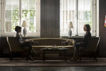 Political Animals: Carla Gugino e Sigourney Weaver nel Pilot della serie