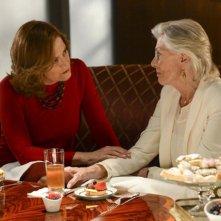 Political Animals: Sigourney Weaver e Vanessa Redgrave in una scena dell'episodio The Woman Problem