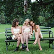 The Wedding Party: Kirsten Dunst, Isla Fisher e Lizzy Caplan damigelle d'onore in una scena del film