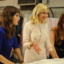 The Wedding Party: le damigelle Kirsten Dunst, Isla Fisher e Lizzy Caplan nei guai con l'abito della sposa