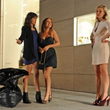 The Wedding Party: le tre damigelle Kirsten Dunst, Isla Fisher e Lizzy Caplan in una scena