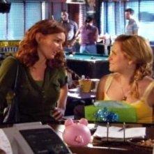 Brigid Brannagh in una scena dell'episodio Braccia che sorreggono della quinta stagione di Army Wives - Conflitti del cuore