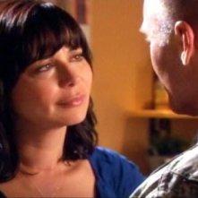 Catherine Bell in una scena dell'episodio Braccia che sorreggono della quinta stagione di Army Wives - Conflitti del cuore