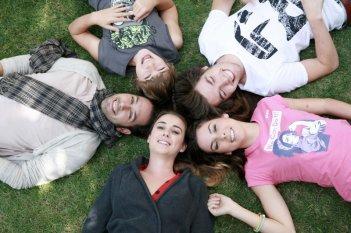 I Cesaroni 5: Matteo Branciamore, Federico Russo, Niccolò Centioni, Micol Olivieri e Nina Torresi in una foto di scena