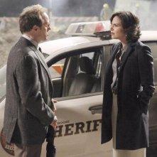Once Upon a Time: Lana Parrilla e Raphael Sbarge nell'episodio La voce della coscienza