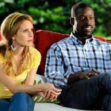 Sterling K. Brown e Sally Pressman in una scena dell'episodio Addio alle armi della quinta stagione di Army Wives - Conflitti del cuore