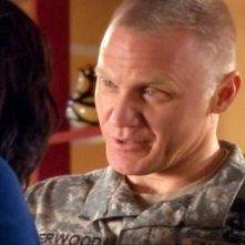 Terry Serpico in una scena dell'episodio Braccia che sorreggono della quinta stagione di Army Wives - Conflitti del cuore