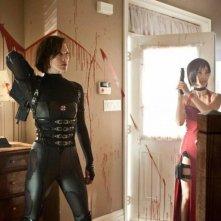Milla Jovovich in Resident Evil: Retribution con Li Bingbing
