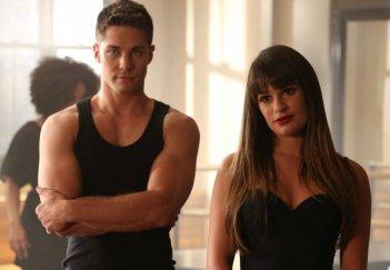 Dean Geyer e Lea Michele in una scena dell'episodio Britney 2.0 della quarta stagione di Glee