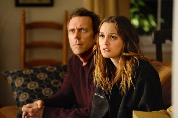 I fedifraghi Leighton Meester e Hugh Laurie in una scena di The Oranges
