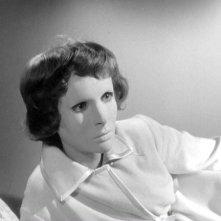 Edith Scob in una sequenza del film Occhi senza volto (1960)