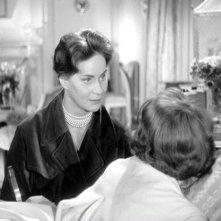 Occhi senza volto: Alida Valli con Edith Scob (di spalle) in una scena del film