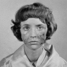 Edith Scob è Christiane Gènessier in una sequenza del film Occhi senza volto (1960)