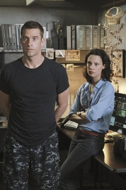 Last Resort Scott Speedman E Camille De Pazzis Nell Episodio Captain 251577