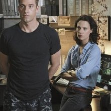 Last Resort: Scott Speedman e Camille De Pazzis nell'episodio Captain