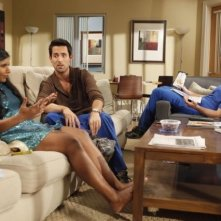 The Mindy Project: Chris Messina, Mindy Kaling ed Ed Weeks in una scena della serie