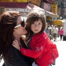 Julianne Moore e la piccola Onata Aprile in Quel che sapeva Maisie