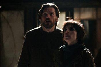 Mama: Nikolaj Coster-Waldau con Jessica Chastain in una scena del film