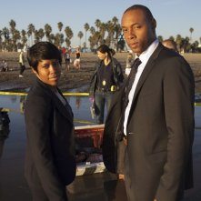 Southland: Dorian Missick e Regina King nell'episodio Wednesday
