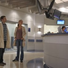The Mob Doctor: Zach Gilford e Jordana Spiro nell'episodio Protect and Serve