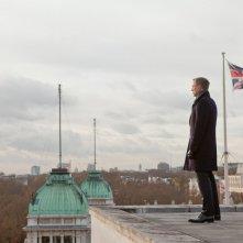 007 - Skyfall: Daniel Craig sul tetto di un edificio
