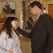 New Girl: David Walton e Zooey Deschanel in una scena dell'episodio Katie