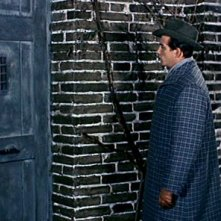 Pierre Brice in una scena del film Il mulino delle donne di pietra (1960)