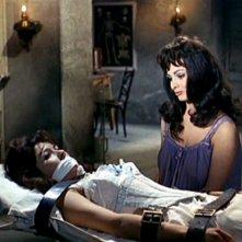 Scilla Gabel e Dany Carrel in una sequenza del film Il mulino delle donne di pietra