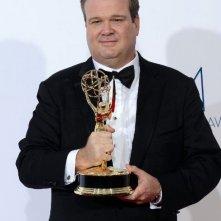 Erci Stonestreet con l'Emmy 2012 per Modern Family