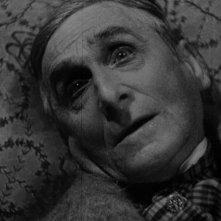 Maurice Schutz in una scena del film Vampyr - Il vampiro (1932)
