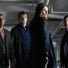 Castle: Jon Huertas, Nathan Fillion, Seamus Dever e Stana Katic nell'episodio After the Storm, premiere della stagione 5