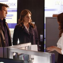 Castle: Shannon Lucio, Stana Katic e Nathan Fillion nell'episodio Cloudy With a Chance of Murder