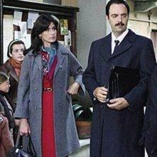 Questo nostro amore: Anna Valle e Neri Marcorè in una scena della fiction