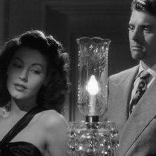 Ava Gardner e Burt Lancaster in una scena del film I Gangsters (1946)