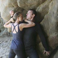 Barry Sloane e Emily VanCamp in un momento dell'episodio Destiny della seconda stagione della serie TV Revenge
