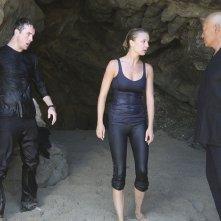 Cary-hiroyuki Tagawa Barry Sloane con Emily VanCamp in un momento dell'episodio Destiny della seconda stagione della serie TV Revenge