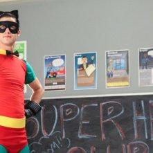 Darren Criss durante una scena dell'episodio Makeover della terza stagione di Glee