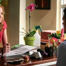 Jayma Mays durante una scena dell'episodio Makeover della terza stagione di Glee