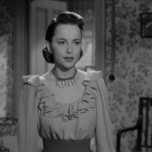 Olivia de Havilland in una scena del film Lo specchio scuro (1946)
