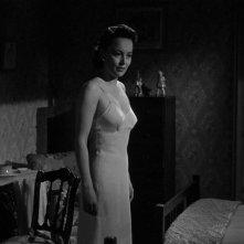 Olivia de Havilland in una scena del thriller Lo specchio scuro (1946)