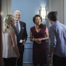 Rachel Taylor, Dave Annable, Terry O'Quinn con Vanessa Williams in una scena dell'episodio Murmurations della prima stagione di 666 Park Avenue