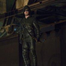 Stephen Amell durante un momento dell'episodio Honor Thy Father della serie TV Arrow
