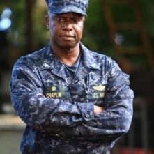Andre Braugher in una scena dell'episodio Blue on Blue della prima stagione di Last Resort