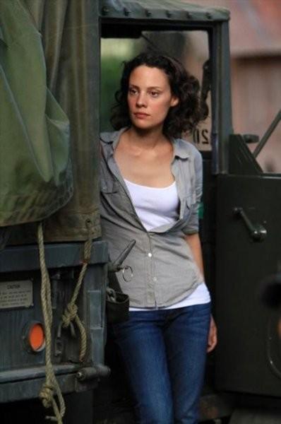Camille De Pazzis In Una Scena Dell Episodio Blue On Blue Della Prima Stagione Di Last Resort 253264
